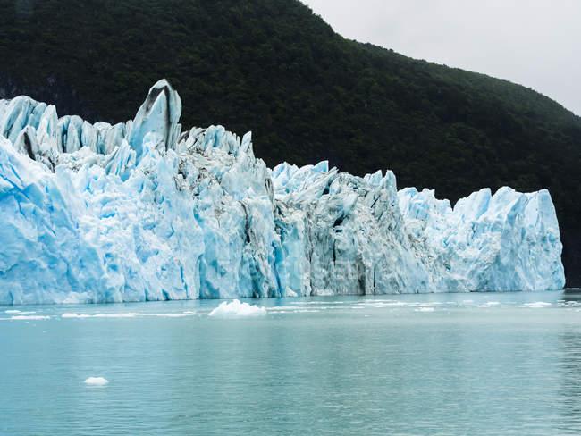 Argentina, Patagônia, El Calafate, Puerto Bandera, Lago Argentino, Parque Nacional Los Glaciares, Estancia Cristina, Geleira Spegazzini, iceberg — Fotografia de Stock