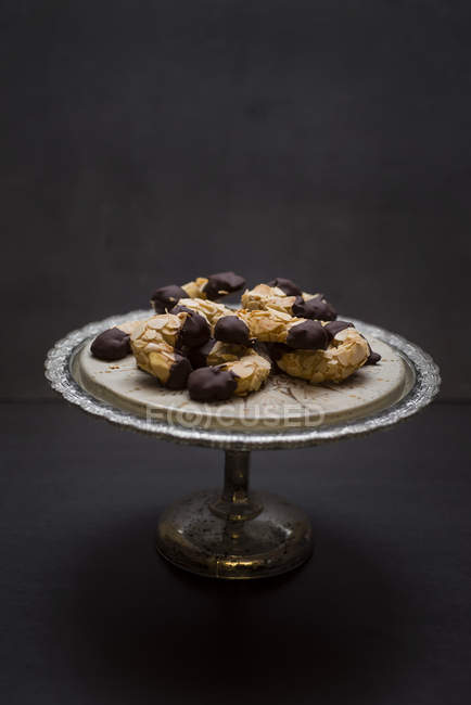 Vegan almond cookies with chocolate on tray in studio — Stock Photo