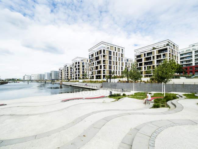 Alemanha, Hesse, Offenbach, arquitetura moderna no porto — Fotografia de Stock