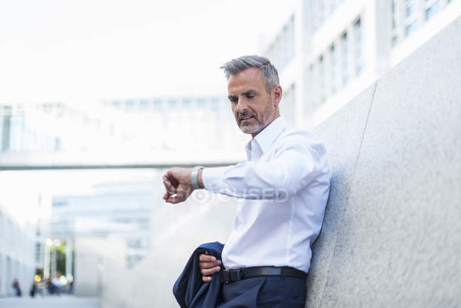 Portrait of waiting businessman checking the time — Stockfoto