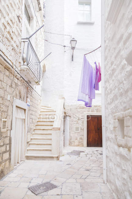 Italy, Puglia, Polognano a Mare, narrow alley and staircase at historic old town — Stock Photo