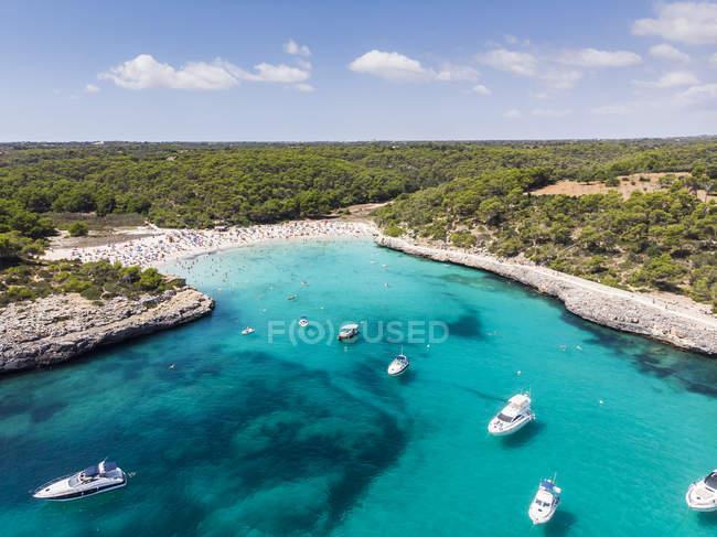 Spagna, Isole Baleari, Maiorca, Veduta aerea di Cala Mondrago e Playa Mondrago, Parco Naturale Mandrago — Foto stock