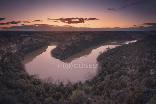 España, Castilla y León, Segovia, Parque Natural Hoces del Río Duraton al atardecer - foto de stock