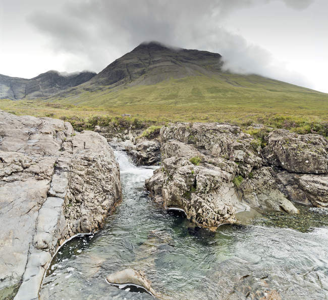 Великобритания, Шотландия, Остров Скай, Fairy Pools — стоковое фото