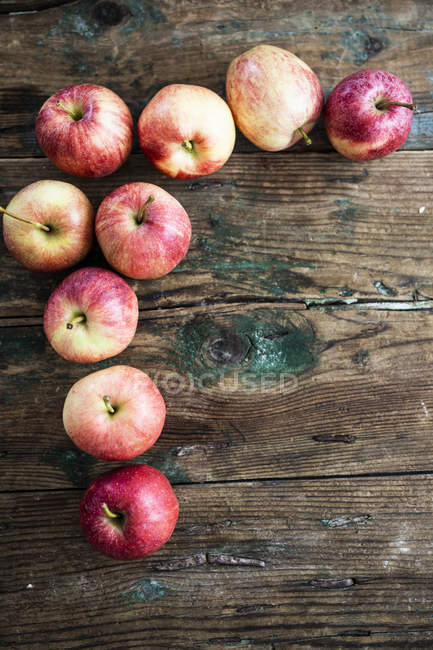 Apples for preparing Apple Pie on wood — Stock Photo
