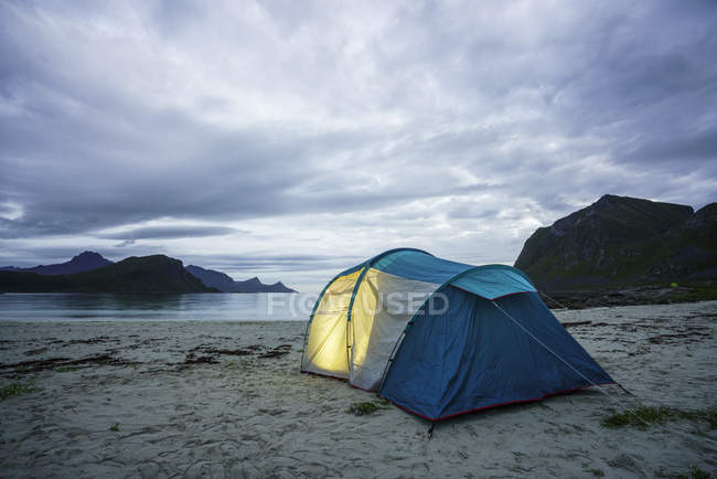 Norway, Lapland, Tent on a beach at fjord — Foto stock