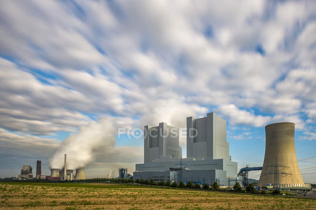 Germany, Grevenbroich-Neurath, old and new Neurath Power Station — Stock Photo