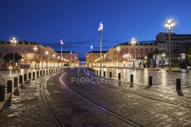 France, Provence-Alpes-Cote d'Azur, Nice, tram su Place Massena all'ora blu — Foto stock