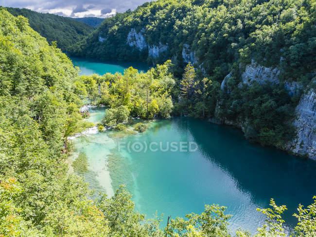 Croacia, Lika-Senj, Osredak, Parque Nacional de los Lagos de Plitvice - foto de stock