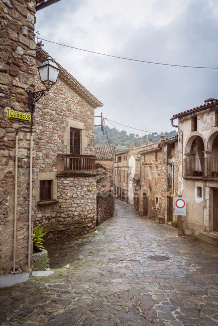 Spain, Catalonia, Mura, alley in medieval old town — Stock Photo