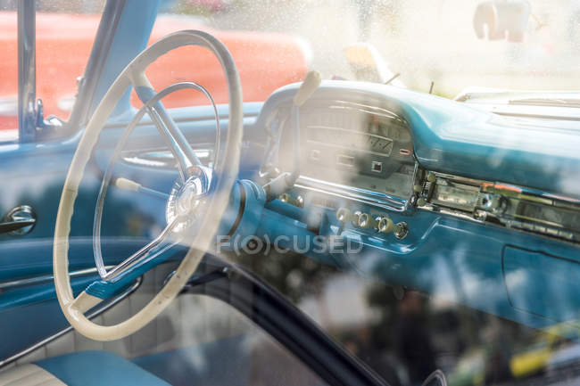 Steering wheel and dashboard of a vintage car — Stock Photo