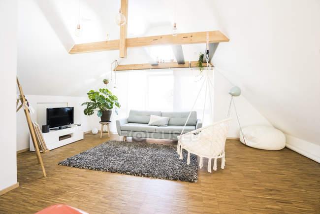 Interno di moderno attico luminoso — Foto stock