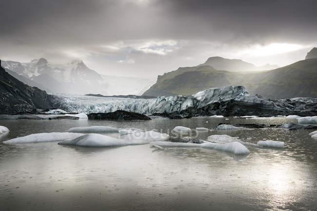 Исландия, юг Исландии, Брейдарлон, ледниковое озеро Джоекульсарлон — стоковое фото