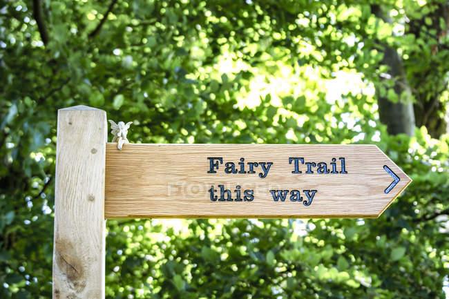 UK, Scotland, East Lothian, sign post to fairy trail — Stock Photo