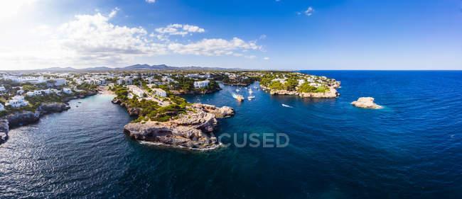 Spagna, Maiorca, Portocolom, Veduta aerea di Cala d'Or e baia Cala Ferrera — Foto stock