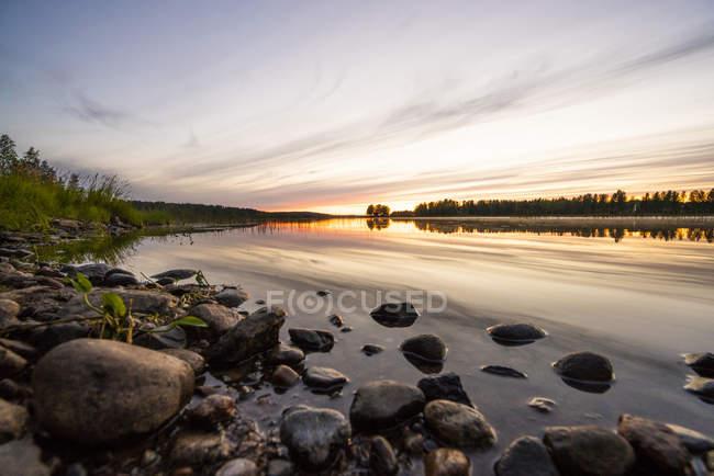 Finlândia, Kjaani, rio Kajaani ao pôr-do-sol — Fotografia de Stock
