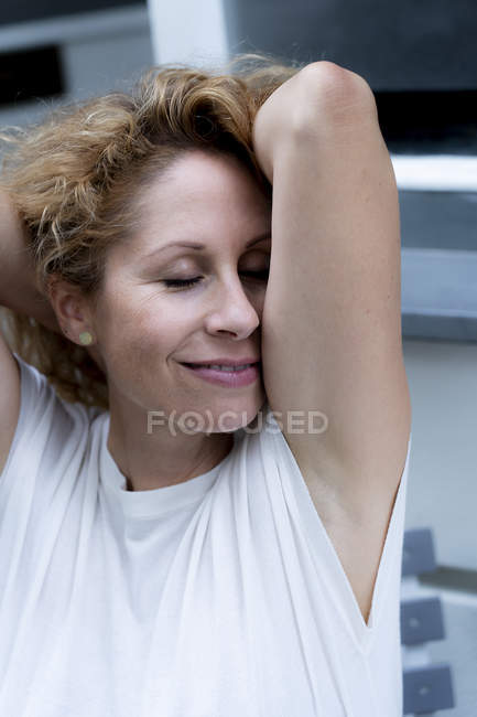 Portrait of relaxed woman with eyes closed — Stock Photo