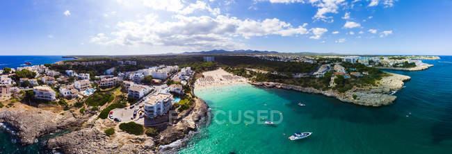 Spagna, Maiorca, Portocolom, Veduta aerea di Punta des Jonc, baia di Cala Marcal, spiaggia — Foto stock