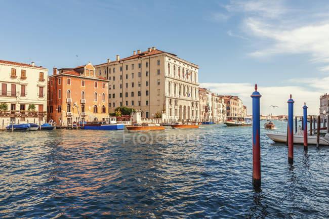 Itália, Veneza, Grande Canal durante o dia — Fotografia de Stock