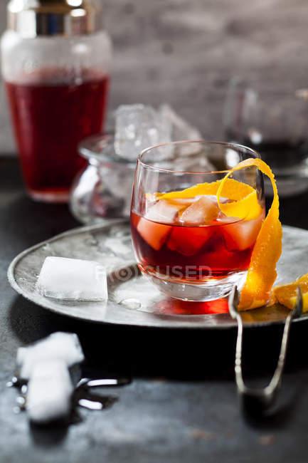 Невоні з апельсинової кірки і кубики льоду — стокове фото