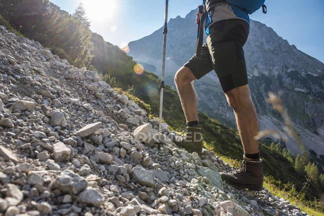 Austria, Tyrol, legs of man hiking in mountains — Stock Photo