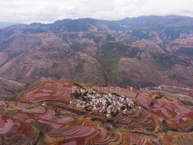 Китай, провинция Юньнань, Дунчуань, Красная Земля, деревня — стоковое фото