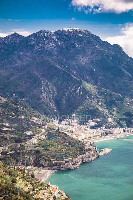Italien, Kampanien, Amalfiküste, Ravello, Blick auf die Amalfiküste und das Mittelmeer — Stockfoto