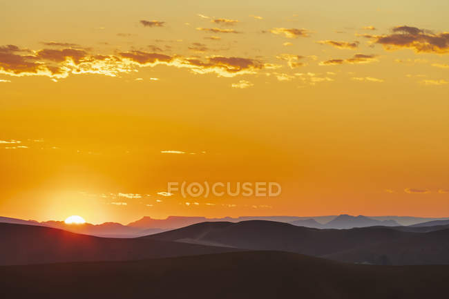 Africa, Namibia, Namib desert, Naukluft National Park, sand dunes at sunrise — Stockfoto