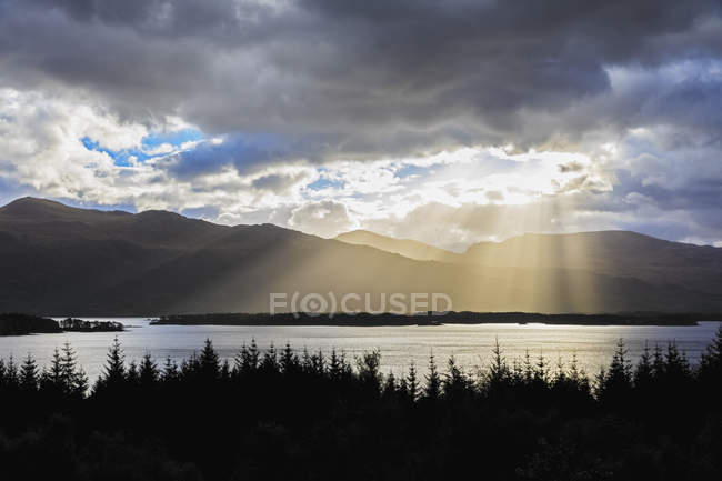 Royaume-Uni, Écosse, vue sur Loch Maree — Photo de stock