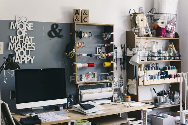 Intérieur d'un atelier de couture, atelier de couture — Photo de stock