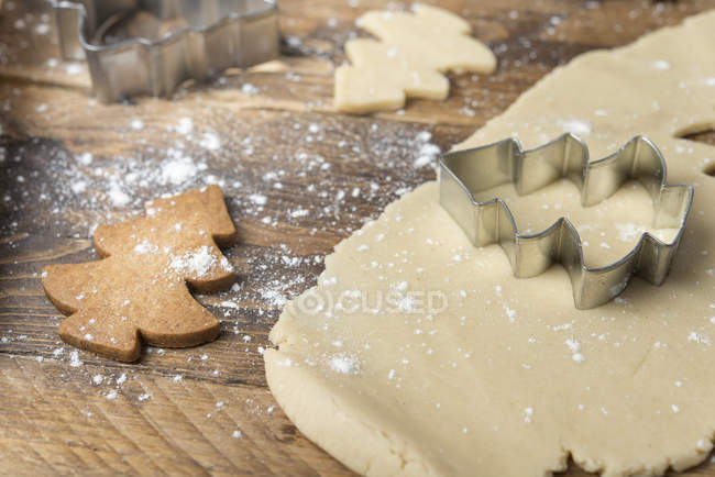 Primer plano de las galletas del árbol de Navidad - foto de stock