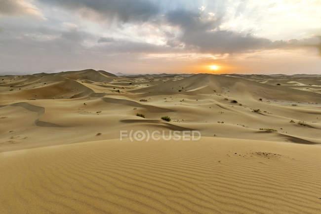 Iran, Isfahan Province, Varzaneh, Varzaneh Desert, Varzaneh sand dunes at sunset — Stock Photo
