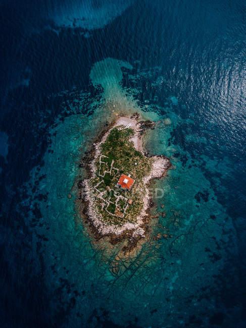 Croatia, Cres, mar de Adriático, console com farol — Fotografia de Stock