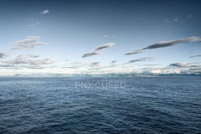 Исландия, Сейойзердур, побережье, океан и облака — стоковое фото