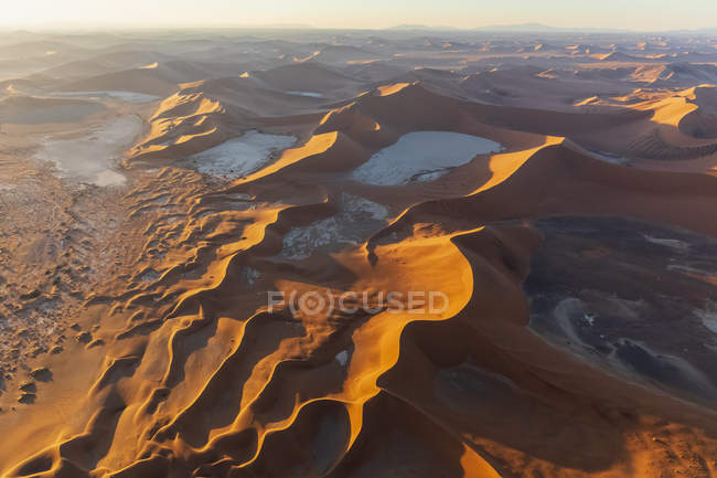 Africa, Namibia, Namib desert, Namib-Naukluft National Park, Aerial view of desert dunes, Dead Vlei and 'Big Daddy' in the morning light — стоковое фото