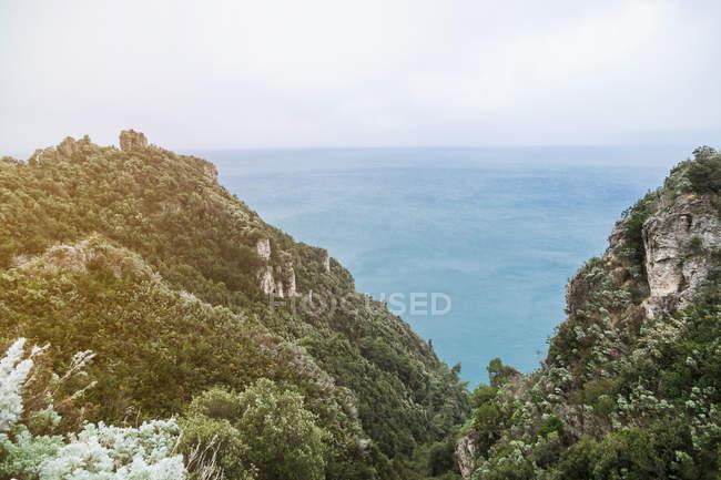 Italien, Kampanien, Amalfiküste, Ravello, Aussichtspunkt zum Mittelmeer — Stockfoto