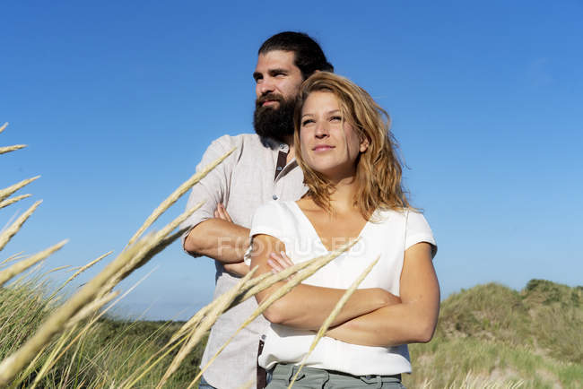 Confident couple standing in nature and dreaming — Stock Photo