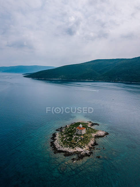 Croatia, Cres, Adriatic Sea, Aerial view of island with light house — Fotografia de Stock