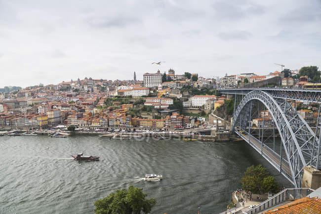 Portogallo, Porto, vista sulla città e Ponte Luiz I Ponte sul fiume Douro da Vila Nova de Gaia — Foto stock