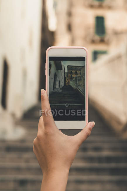 Malta, Valletta, Hand of woman taking cell phone picture of a street — Stock Photo