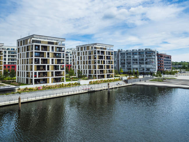 Germany, Hesse, Offenbach, modern architecture at harbor — Stock Photo