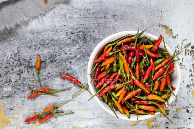 A bowl with chilis, Capsicum annuum — Stock Photo