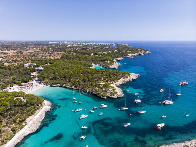Spain, Balearic Islands, Mallorca, Aerial view of Cala Mondrago and Playa Mondrago, Mandrago Nature Park — Stock Photo