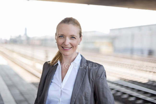 Portrait of smiling businesswoman at platform — Stock Photo