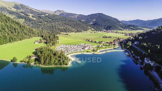 Austria, Tirolo, Scholastika e Caravan Park, Lago di Achensee, Veduta a Seekarspitze — Foto stock