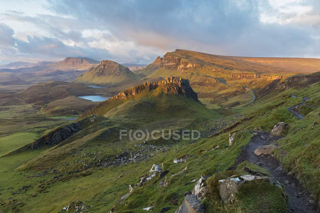 UK, Scotland, Inner Hebrides, Isle of Skye, Trotternish, morning mood above Quiraing, view towards Loch Cleat — Stock Photo