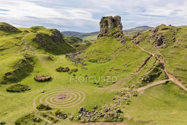 Uk, scotland, innerhebrides, isle of skye, trotternish, balnacnoc, fairy glen und castle ewen — Stockfoto