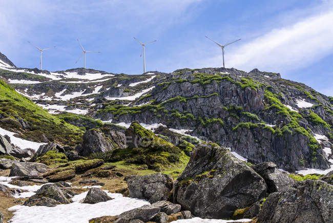 Suíça, Valais, rodas de vento em Nufenen-Pass — Fotografia de Stock