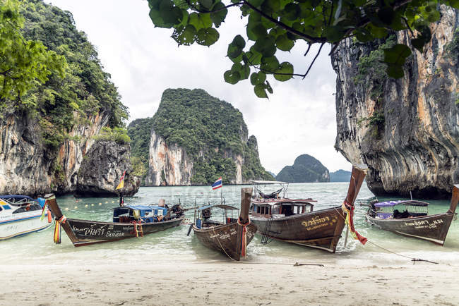 Thailand, Koh Yao Noi, typical wooden boats moored at seaside — Stock Photo