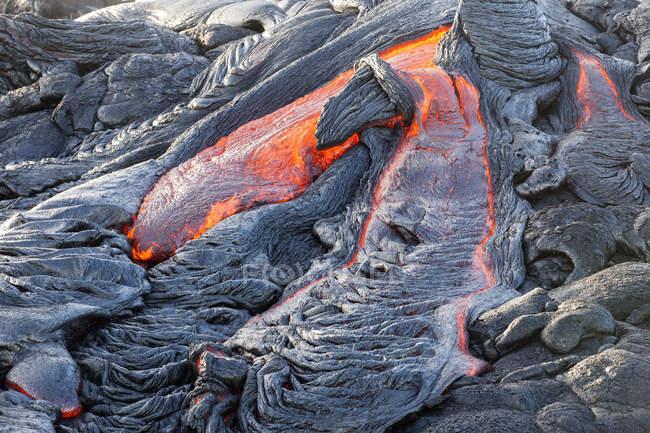 USA, Hawaii, Big Island, Volcanoes National Park, lava flowing from Pu'u O'o' volcano — Stock Photo